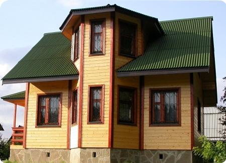 дом из деревянного бруса с эркером