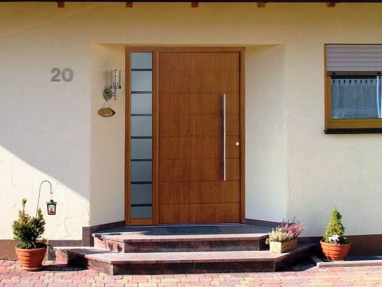 Выбор металлической двери для загородного дома
