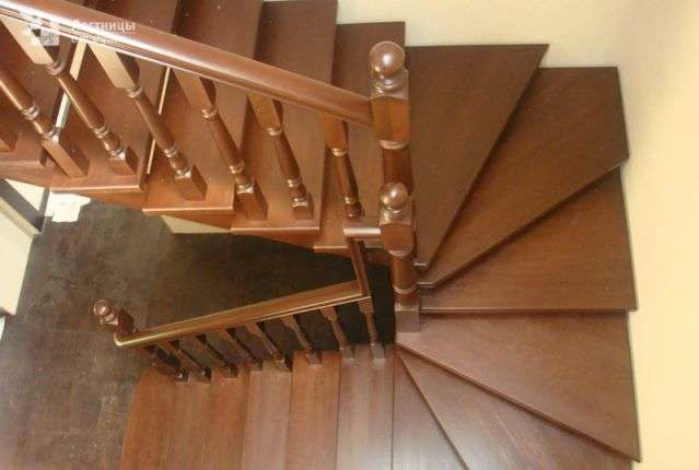 поворотные лестницы