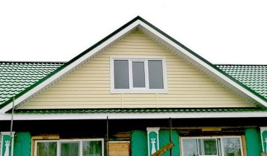 Обшиваем сайдингом фронтон дома