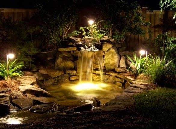 садовые фонари в водоеме на даче