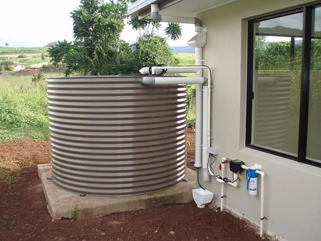 Резервуары для воды на даче: какой лучше?