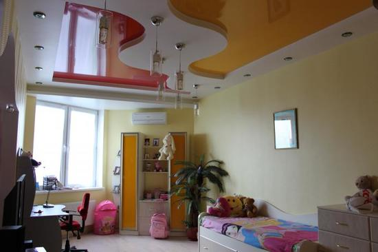зонирование детской с помощью натяжного потолка