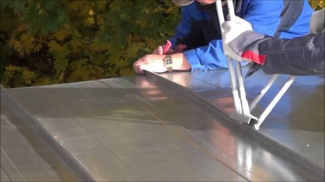 Использование оцинкованного листа на даче для устройства кровли