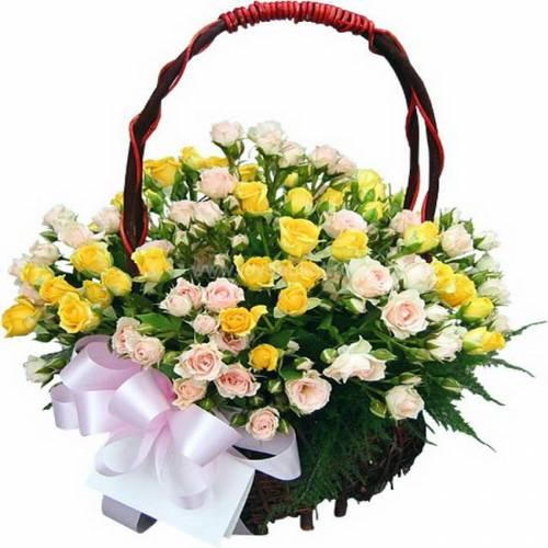 Цветы в корзинах