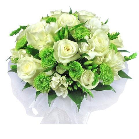 букет цветов с зеленью