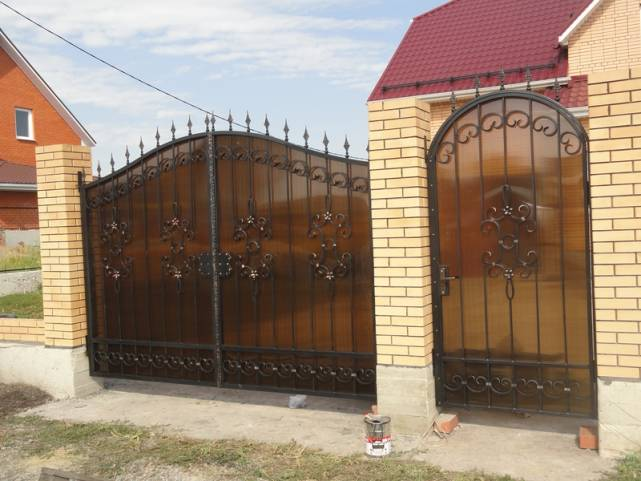 Ворота для дачи: материал, вид, оформление