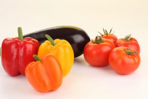 Как ускорить созревание томатов, перцев, баклажанов, огурцов осенью