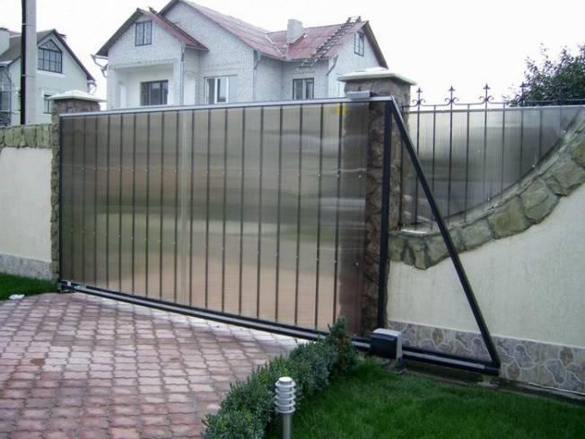 Установка откатных дачных ворот