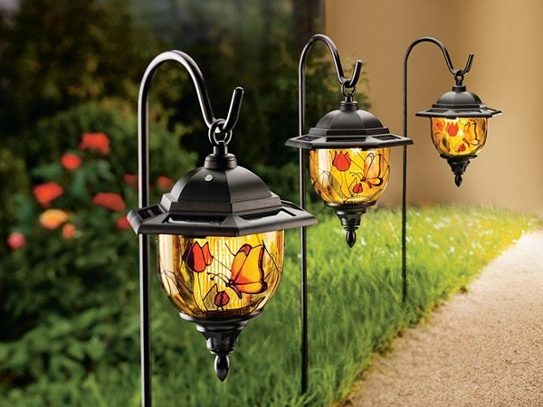 Садовый светильник с витражом