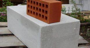 Кирпич или пеноблоки: из какого материала лучше построить дом?