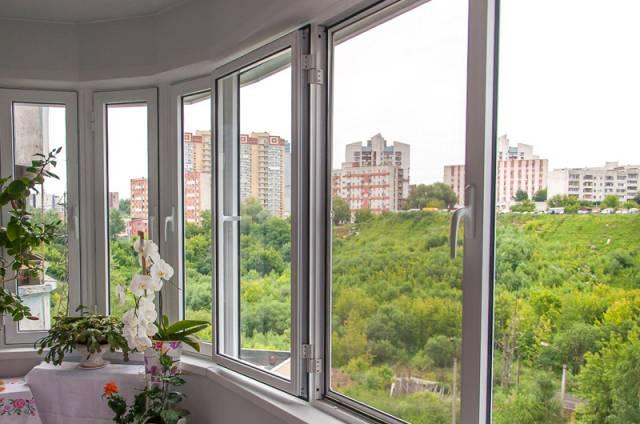 Остекление балконов в Серпухове