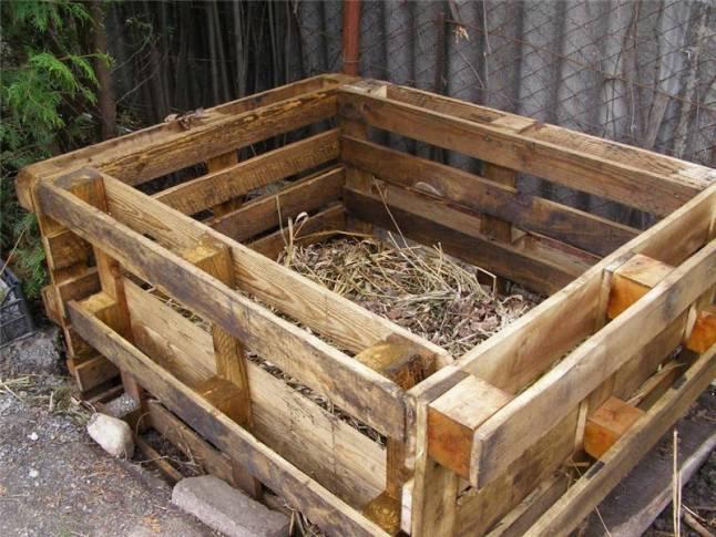 компостник сделан из поддонов