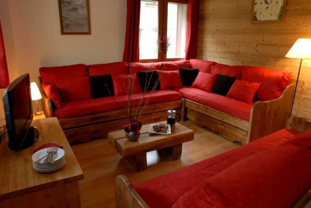 Угловой диван для дачи - вещь незаменимая
