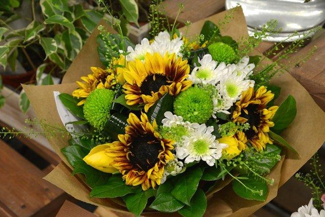Букет для девушки и цветы для зрелой женщины, есть разница?