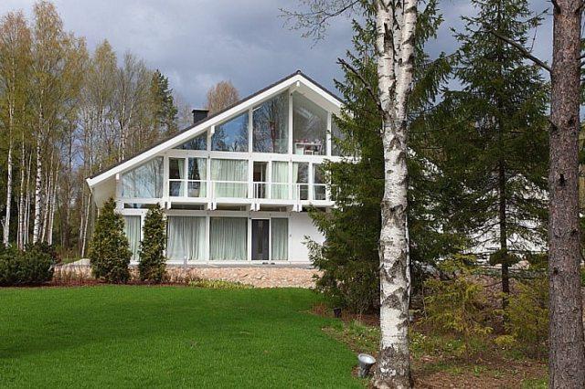 Проекты стеклянных домов и коттеджей: какой выбрать